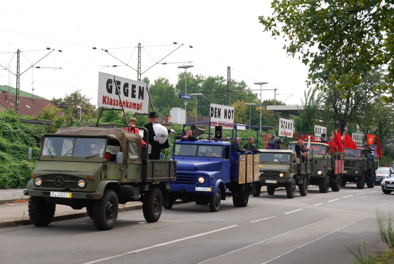 """Foto vom Aktionszug """"Klassenkampf statt Wahlkampf! Gegen den Notstand der Republik!"""""""